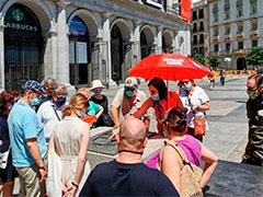 El grupo en la Plaza de Isabel II