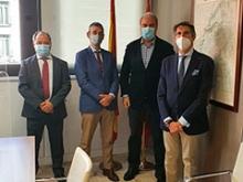 El Director General de Turismo de la Comunidad de Madrid junto a los representantes de la AEPT