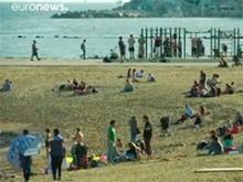 paisaje de playa con bañistas